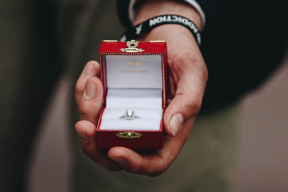 婚約指輪パカッ